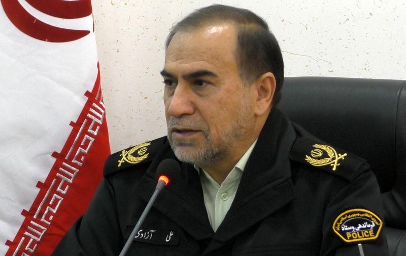 محتکران مواد شوینده تقلبی به دام ماموران نیروی انتظامی افتادند