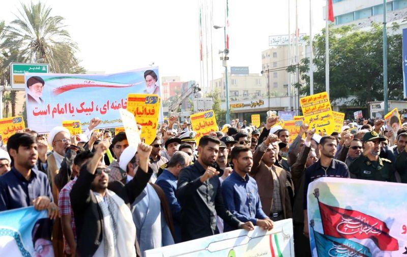 مردم ایران چون کوه پای انقلاب و رهبری ایستاده اند