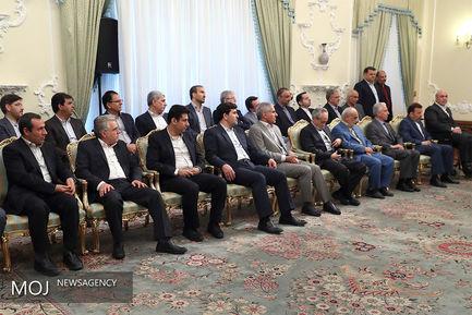 دیدار عیدانه جمعی از وزرا و مدیران دستگاههای اجرایی با رییس جمهوری