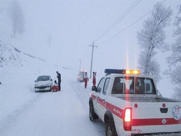 امدادرسانی در ۹ محور مواصلاتی/رهاسازی34  خودرو از برف