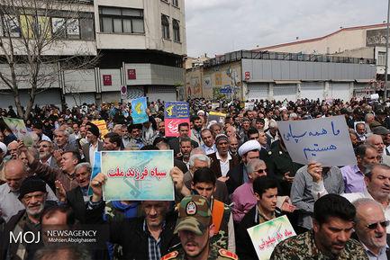 راهپیمایی نمازگزاران تهرانی در حمایت از سپاه
