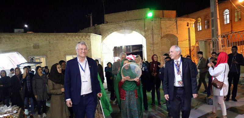 افتتاح بازارچه خیریه کودکان کار در بیمارستان بهمن یزد