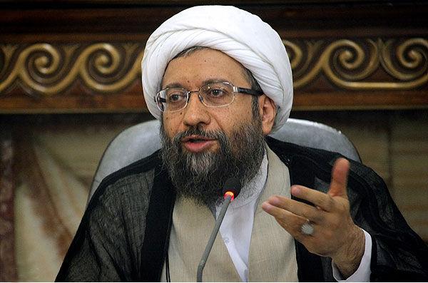 آمریکا به گونهای القا میکند که گویی تمام آینده ایران وابسته به انتخاب اوست