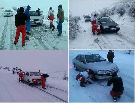 اسکان اضطراری 24 مسافر گرفتار در برف توسط جمعیت هلال احمر اصفهان