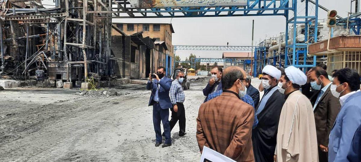 بازدید دادستان و مدیرکل سازمان بازرسی از محل آتش سوزی کارخانه مولدان شیمی