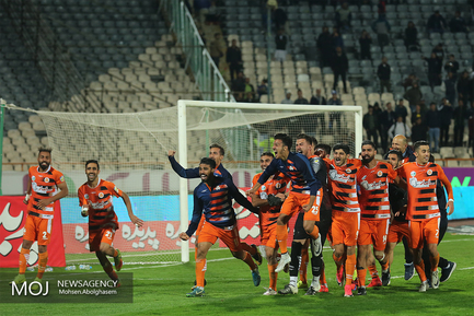 دیدار تیم های فوتبال استقلال تهران و سایپا
