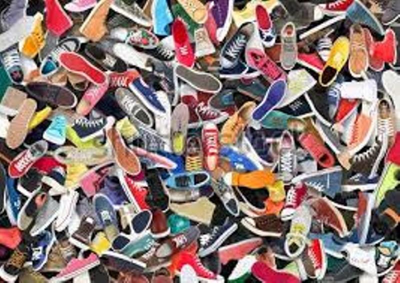 کشف انباری با محموله میلیاردی کیف و کفش قاچاق در اصفهان