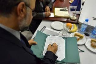 قرارداد تامین ۷ دستگاه حفاری خشکی حفاری شمال با مناطق مرکزی امضا شد