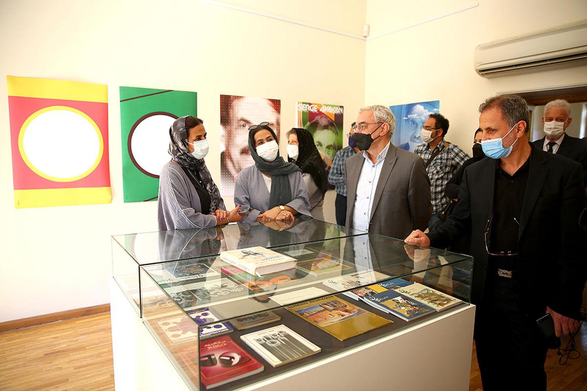 نمایشگاه پوستر «ساده رنگی» به یاد سرژ آواکیان افتتاح شد