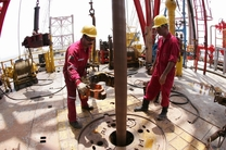 تلاش آمریکا برای کاهش خرید نفت ایران از سوی کره جنوبی و ژاپن