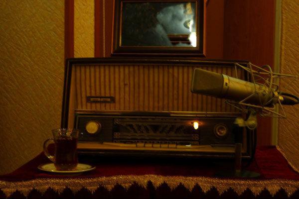 نمایش یاقوت سرخ از رادیو نمایش پخش می شود