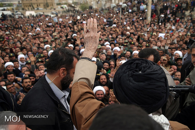 جلسه رسیدگی به مشکلات زلزلهزدگان کرمانشاه با حضور رهبر انقلاب آغاز شد