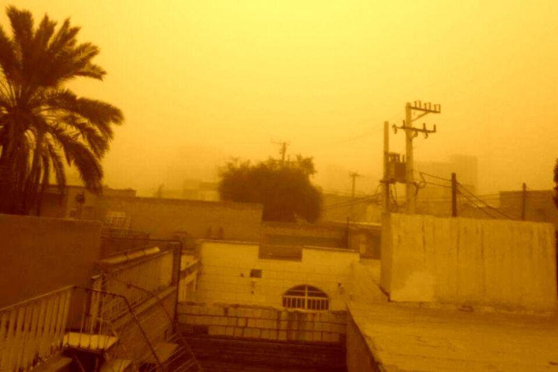 وزش باد شدید همراه با گرد و غبار دهلران را فرا گرفت