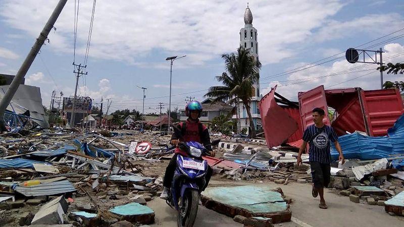 شمار تلفات زمین لرزه و سونامی در اندونزی به ۸۳۲