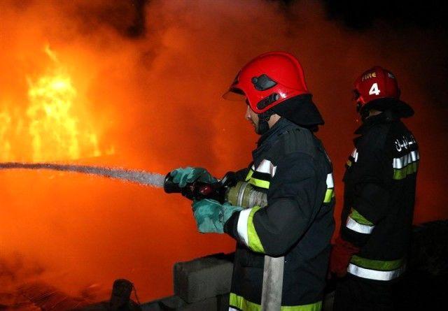 نشت گاز باعث آتش سوزی در یکی از آپارتمان های ویلاشهر بهاران شد