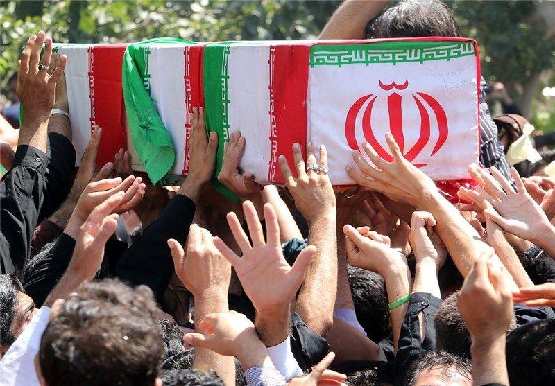 پیکر پاک شهید مدافع حرم امروز بر دستان مردم اهواز تشییع شد