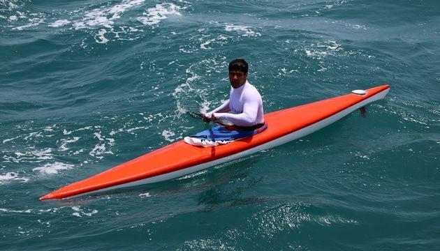 1200 کیلومتر پاروزنی یک قایقران برای صیانت از نام خلیج فارس