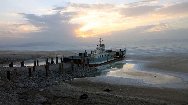 رئیس ستاد احیای دریاچه ارومیه: خسارت کشاورزان اطراف دریاچه به ما ربطی ندارد!