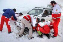 به ۱۴ نفرگرفتار در برف در محورهای استان اصفهان امداد رسانی شد