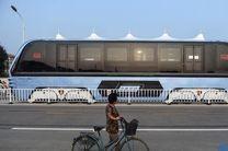 رونمایی از اتوبوسی که ترافیک را دور میزند + تصاویر