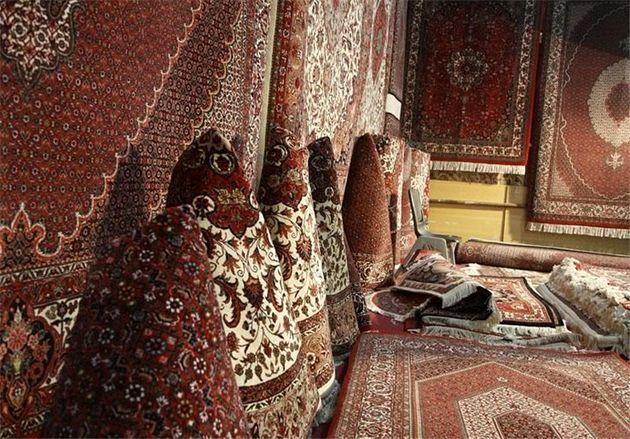 چینیها روی فرش دستباف ایرانی مینشینند