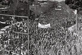 بعد از حادثه 19دی قیام مردم یزد در دهم فروردین منجر به پیروزی انقلاب شد