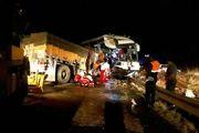 ۳۵ حادثه دیده در تصادف اتوبوس و کامیون در جاده سرچم