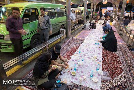 افطاری در  ترمینال تاکسی ونک
