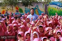 تجهیز کتابخانه مدرسه زینبیه با همراهی احسان حدادی