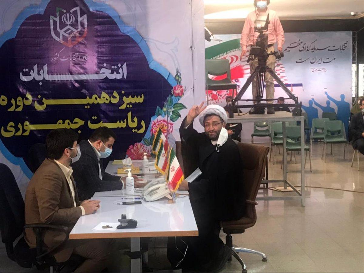 محمد زارع فومنی در سیزدهمین دوره انتخابات ریاست جمهوری ثبت نام کرد