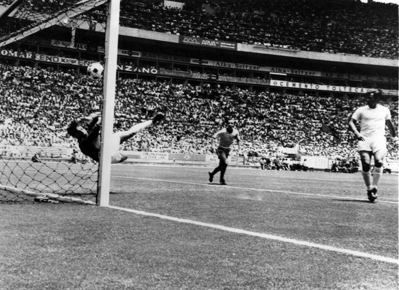 گوردون بنکس در سن 81 سالگی درگذشت / صاحب بهترین سیو تاریخ فوتبال جان باخت