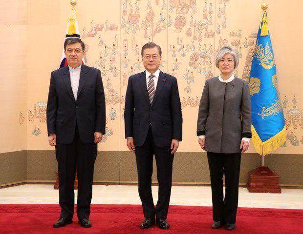 استوارنامه سفیر جدید ایران در کره جنوبی به رئیس جمهور تقدیم شد