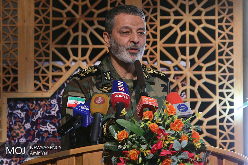 بازدید فرمانده کل ارتش از یگان های مستقر در کرمانشاه