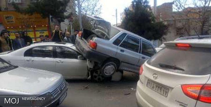 هفت تن در تصادف زنجیره ای در محور بروجرد به اراک مصدوم شدند