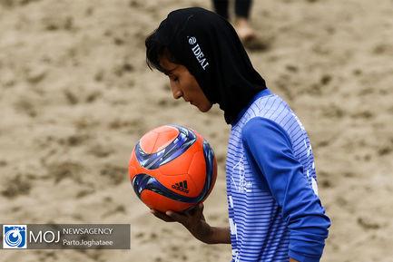 دیدار تیم های فوتبال ساحلی بانوان شهرداری فرح آباد و پارس اراک