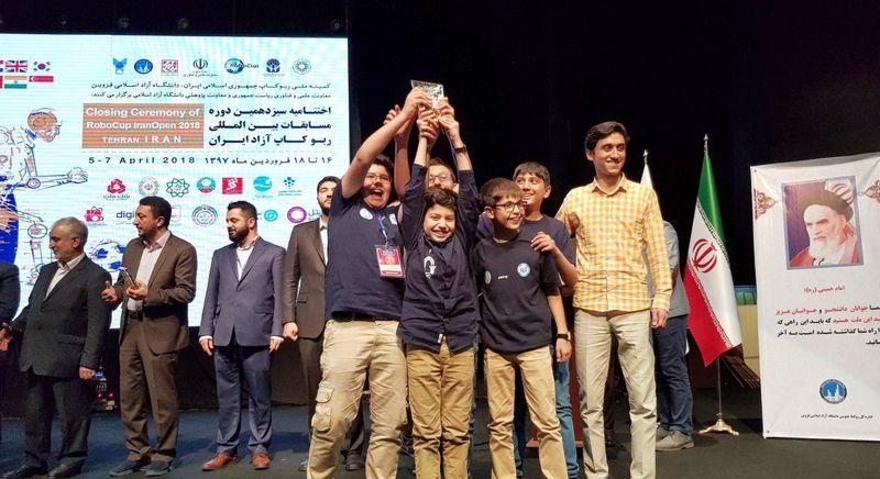 درخشش تیم رباتیک صدرا در سیزدهمین مسابقات بین المللی ربوکاپ آزاد ایران – تهران