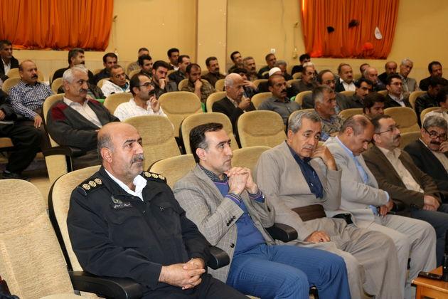 جلسه آموزش مقررات راهنمایی و رانندگی رانندگان سرویس مدارس برگزارشد