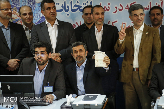 احمدی نژاد برای کاندیداتوری ریاست جمهوری ثبت نام کرد