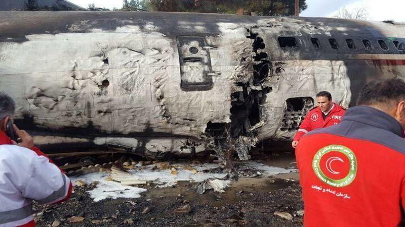 جعبه سیاه هواپیما کشف شد / 15 مرد و یک زن، قربانیان حادثه سقوط هواپیمای بویینگ 707