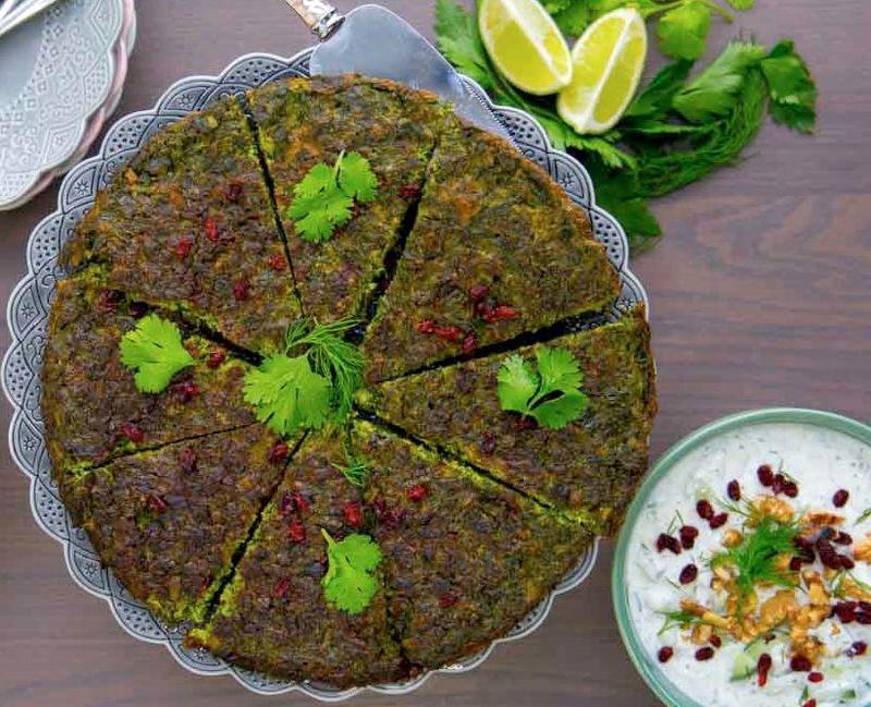 """جشنواره غذای سنتی """"انواع کوکو و سبزی"""" در فلاورجان برگزار شد"""