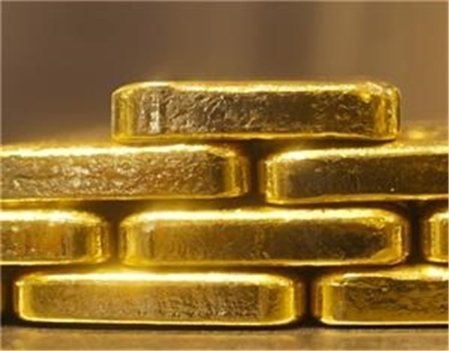 قیمت طلا به ۱۲۰۴ دلار رسید