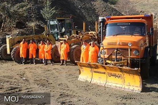 75 دستگاه ماشین آلات سبک و سنگین در ستادهای برف روبی نقاط مختلف شهر مستقر شده اند
