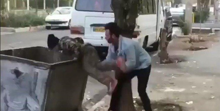 عوامل آزار کودک زباله گرد خود را تسلیم پلیس کردند