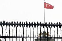 تظاهراتکنندگان در استانبول پرچم کنسولگری هلند را پایین کشیدند