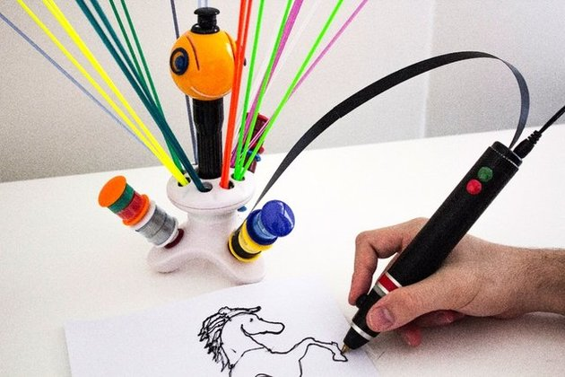 قلم چاپ سه بعدی که با پلاستیک بازیافتی خانگی کار میکند
