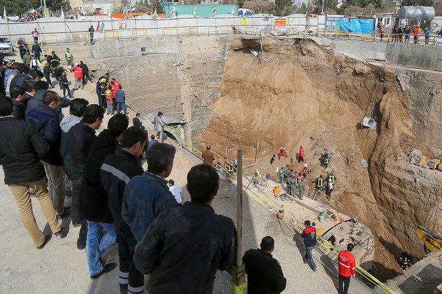 پیدا شدن پیکر یکی از کارگران حادثه ریزش دیوار تونل مترو قم