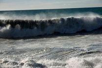 مواج شدن دریا به همراه وقوع رگبار باران