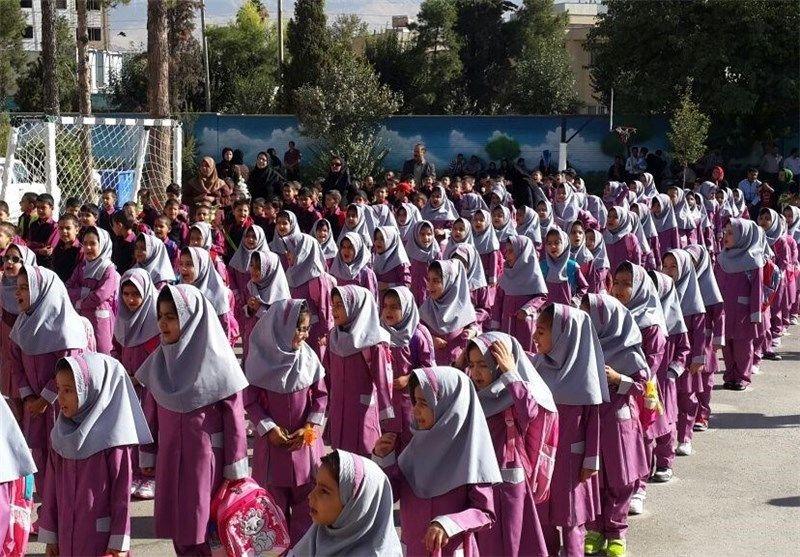 54 هزار دانش آموز بروجردی سال تحصیلی جدید را آغاز کردند