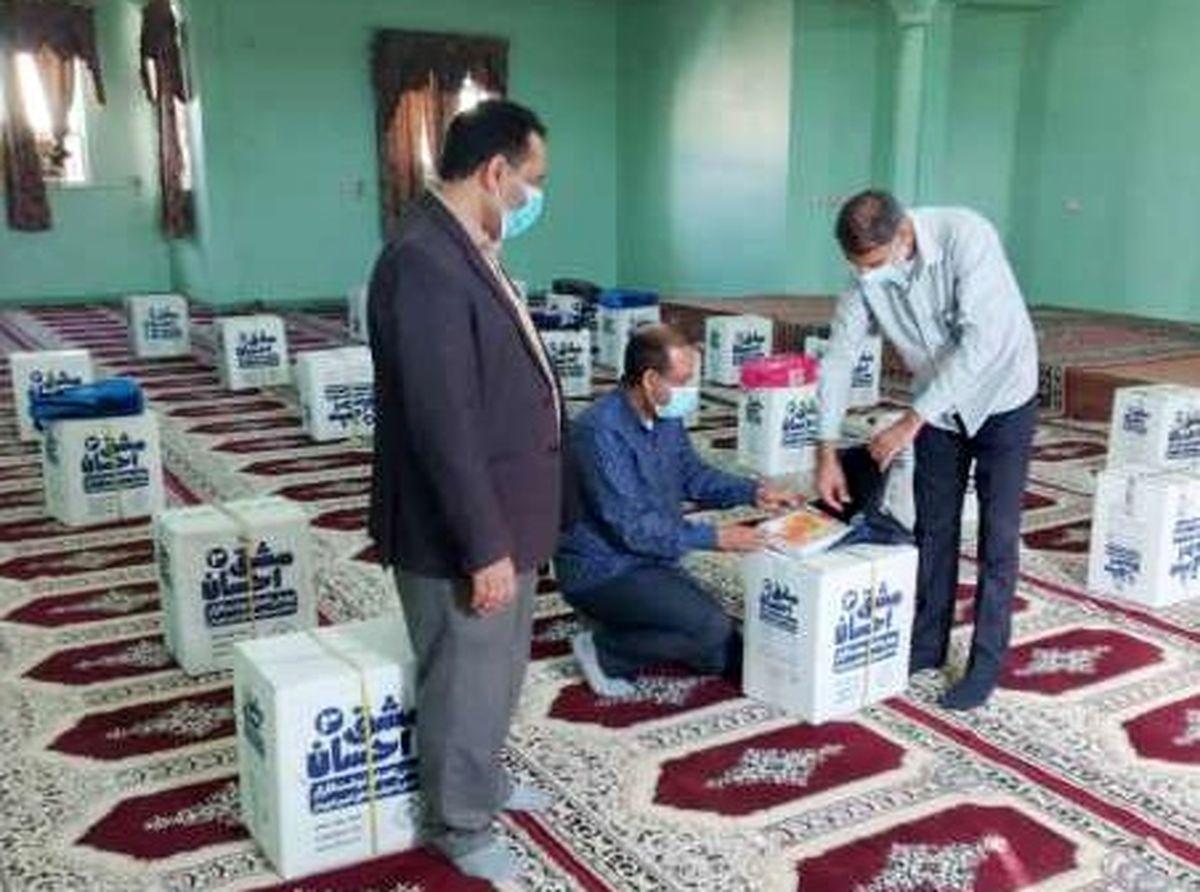 1400 بسته تحصیلی به دانش آموزان نیازمند میناب اهدا شد