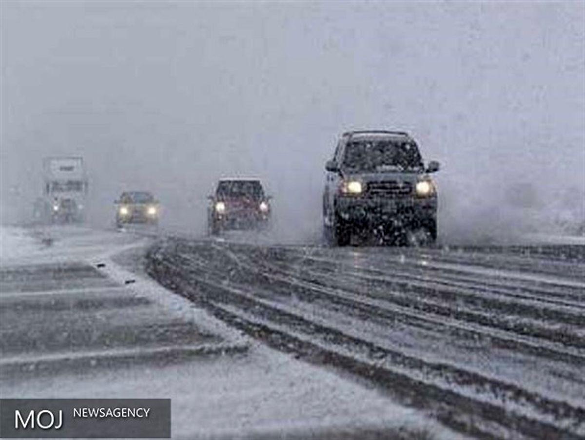 بارش برف و باران در محورهای مواصلاتی ۶ استان کشور